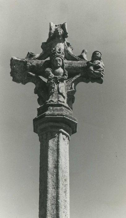 Croix de carrefour: Détail
