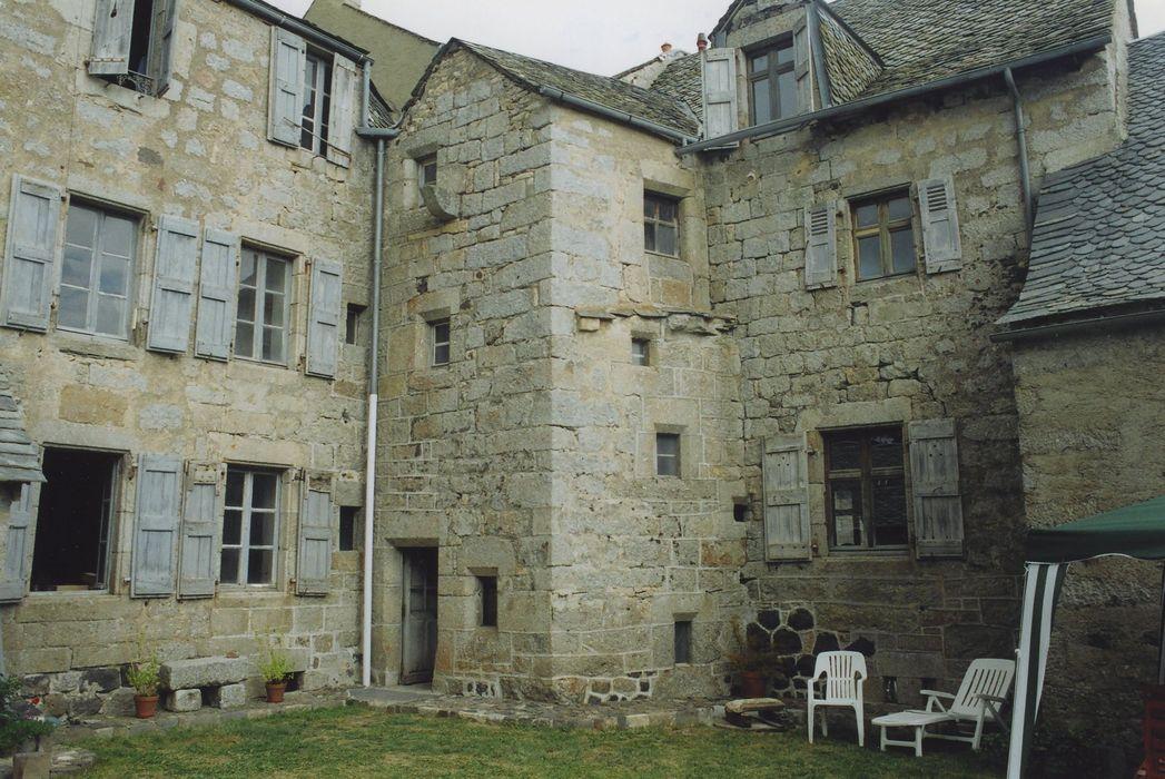 Maison Podevigne de Grandval: Façades est et sud sur cour, vue partielle