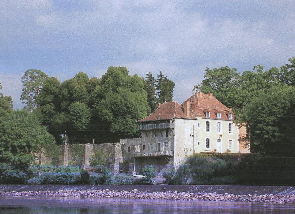 Prieuré Notre-Dame de Longefont: Aile nord des bâtiments claustraux avec la maison dite du prieur et la maison de l'aumônier, vue générale