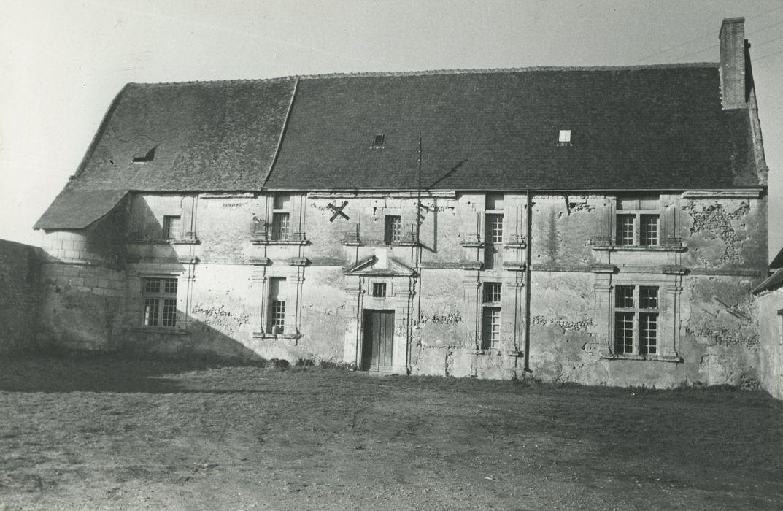Manoir de Vaumorin: Façade sud-est, vue générale