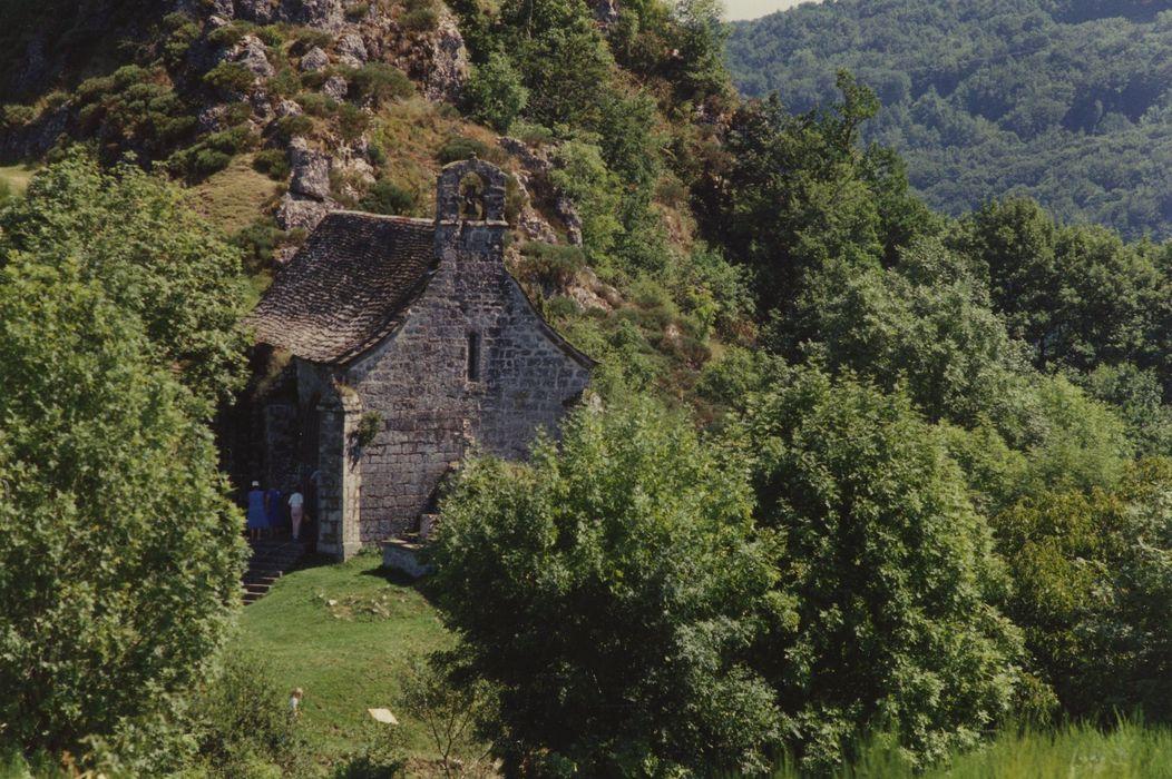 Chapelle Notre-Dame de Turlande: Vue générale de la chapelle dans son environnement depuis le Nord-Ouest