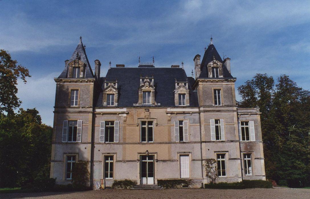 Château de Luanges: Façade sud, vue générale
