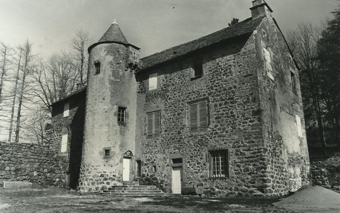 Château de Massebeau: Logis nord, façade sud, vue partielle
