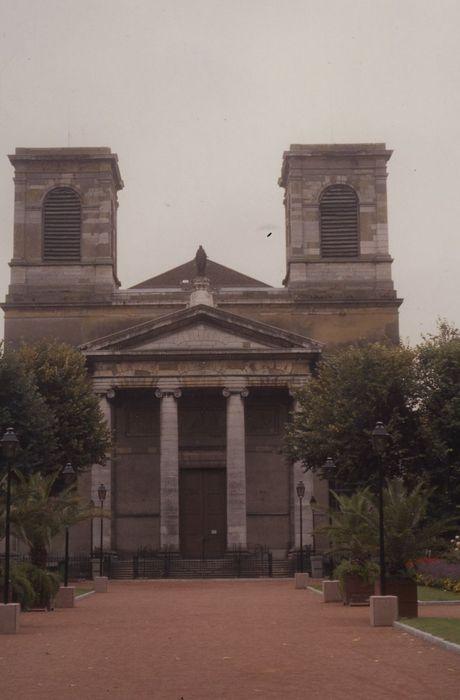 Cathédrale Saint-Vincent (nouvelle église Saint-Vincent): Façade nord, vue générale
