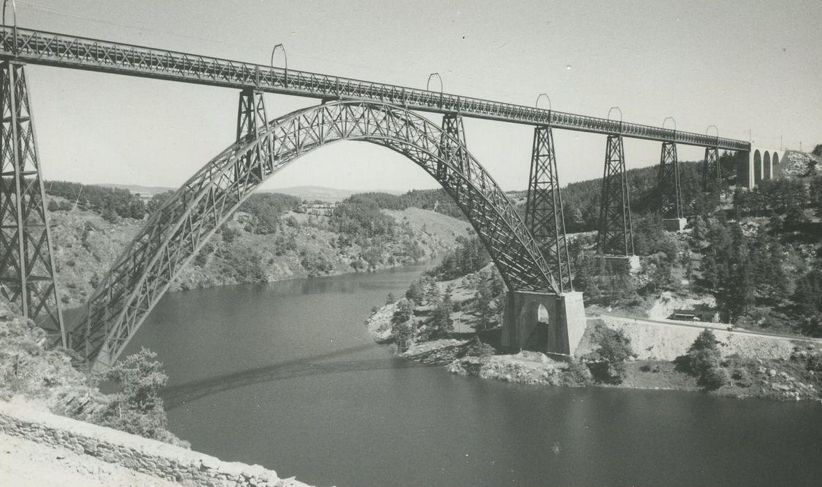 Viaduc de Garabit (également sur commune de Ruynes-en-Margeride): Vue générale du viaduc depuis le Sud