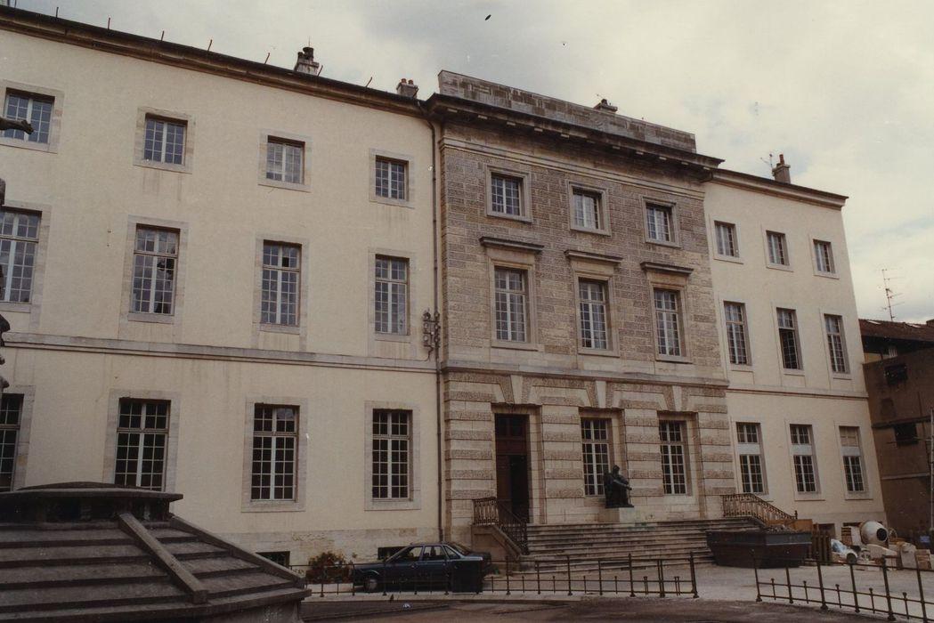 Ancien palais abbatial Saint-Benigne: Façade sur cour, vue partielle
