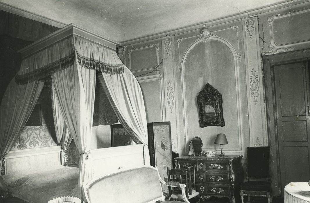 Château de Poinsac: Rez-de-chaussée, chambre, vue partielle