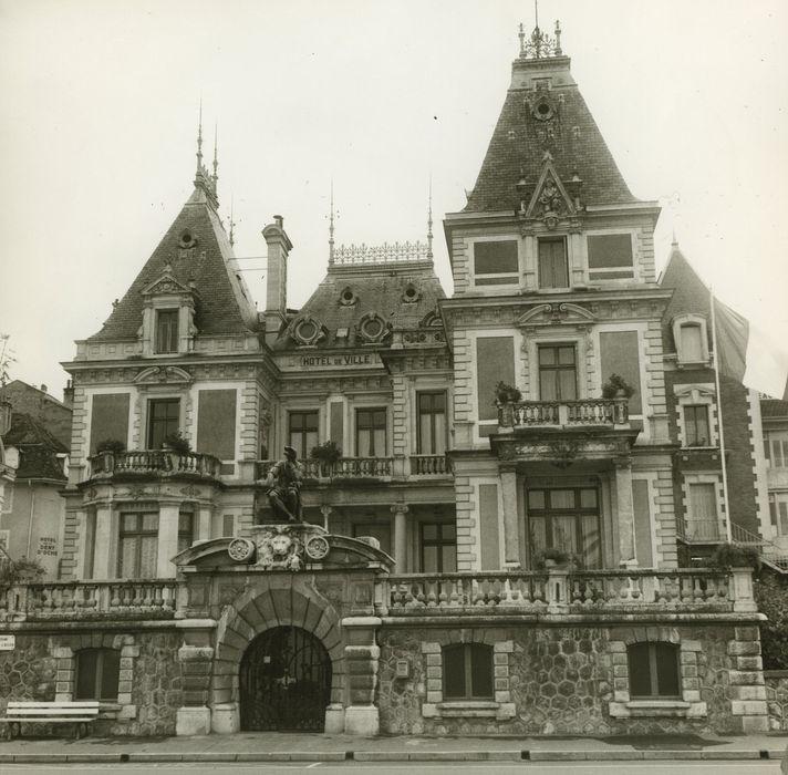 Hôtel de ville (ancien hôtel de la famille Lumière)