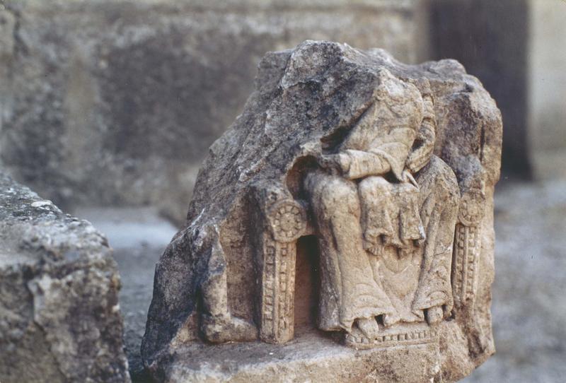 haut-relief : Vierge à l'Enfant