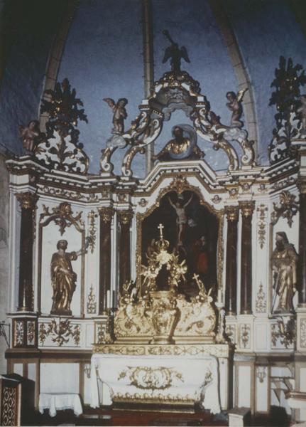 autel, retable, tabernacle, exposition, duex statues, tableau (maître-autel) : saint Pierre, saint Paul, la crucifixion
