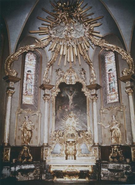 Autel, retable, tabernacle, exposition, dais d'autel, 2 statues, tableau (baldaquin) du maître-autel : sainte Lucie, sainte Catherine, Crucifixion
