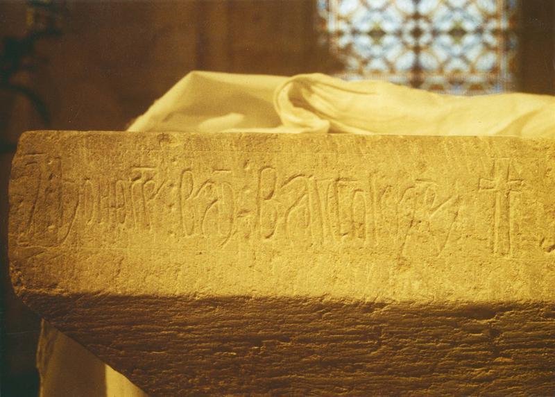 table d'autel avec l'inscription