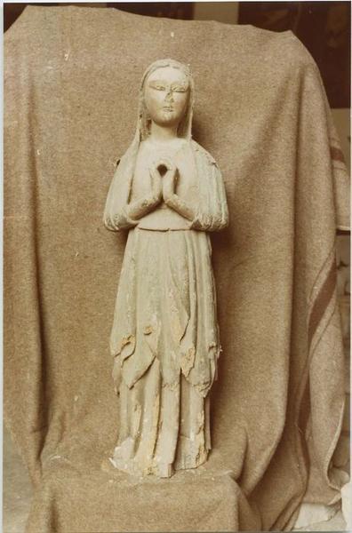 Statue (statuette): sainte femme (?), vue générale