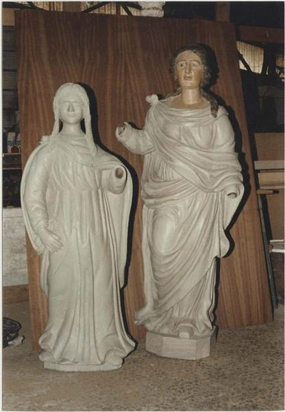 Statues (statuettes): saintes non identifiées, vue générale