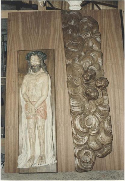 Statue (statuette): Christ au tombeau, vue générale; fragment de retable (?), vue générale