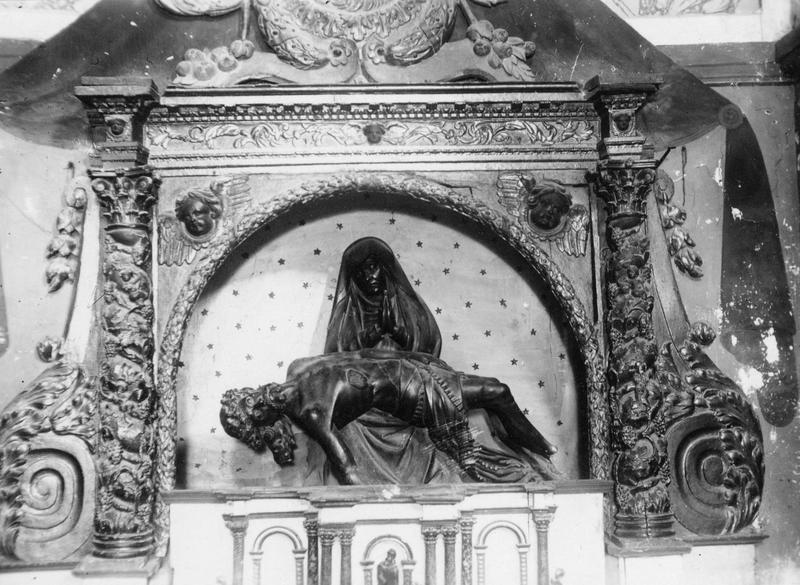 groupe sculpté: Vierge de pitié, vue générale