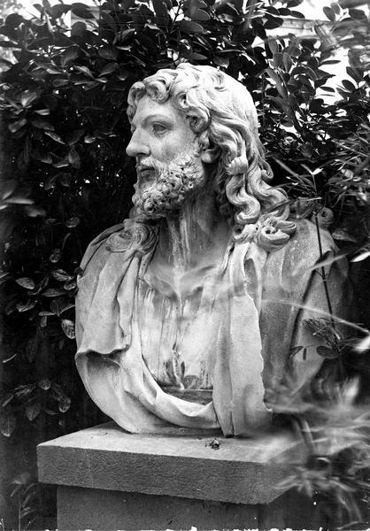 buste : le Christ, vue générale