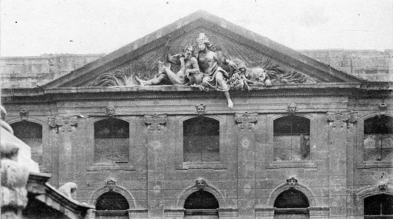 haut-relief : le Rhône et la Durance sous la figure de Cybele, vue générale