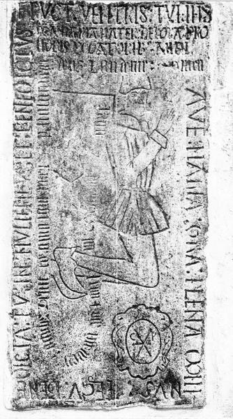 Dalle funéraire d'un officier de la maison du roi René