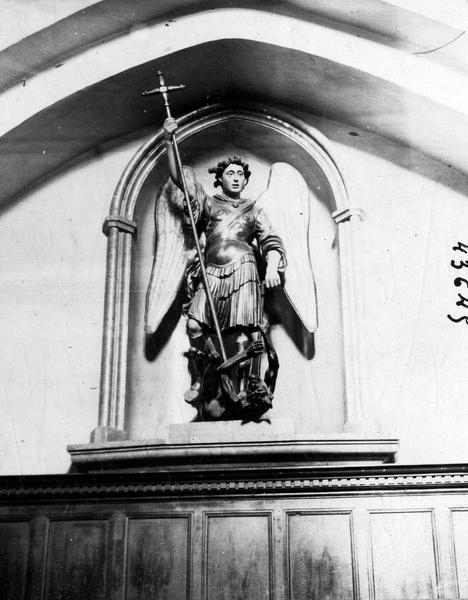 Statue : Saint Michel terrassant le démon