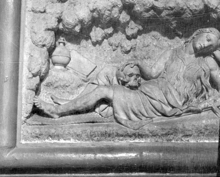 Bas-relief : sainte Madeleine
