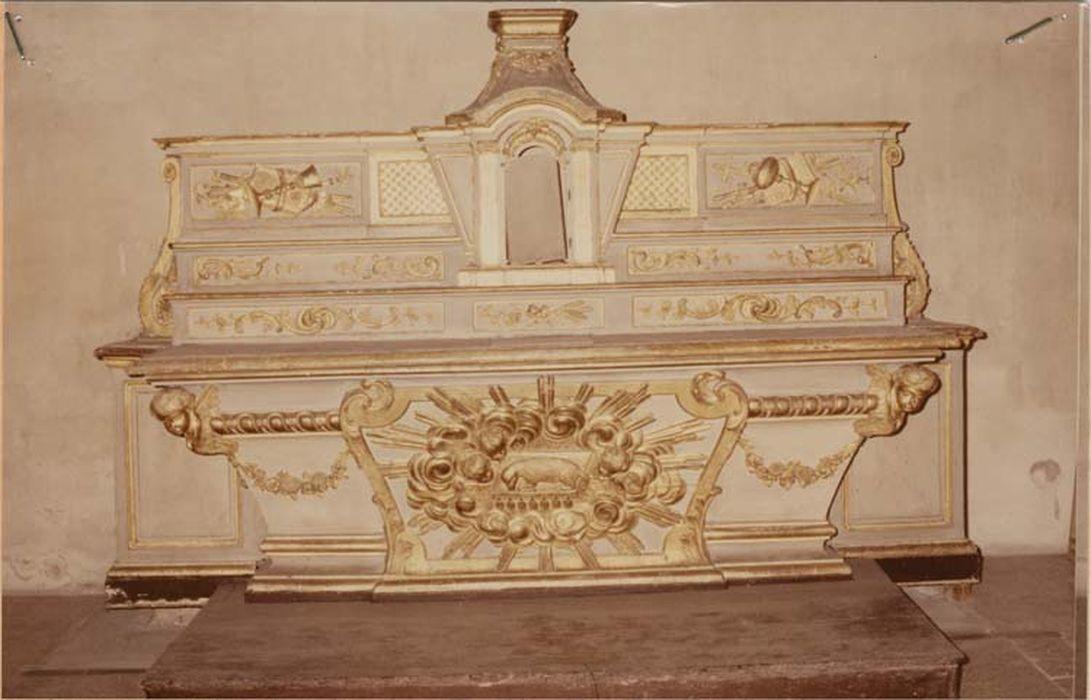 Autel, tabernacle et gradins d'autel