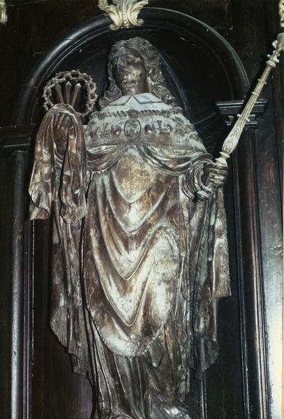 retable latéral avec statue de saint Louis