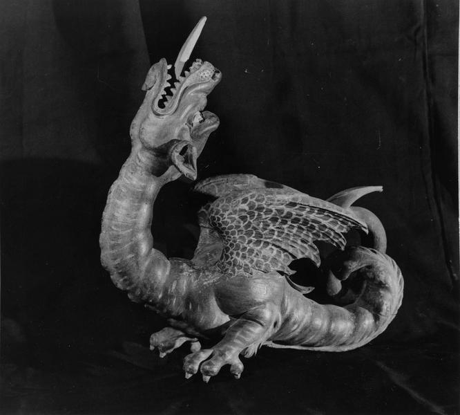 fragment d'une statue en bois sculpté polychrome : dragon