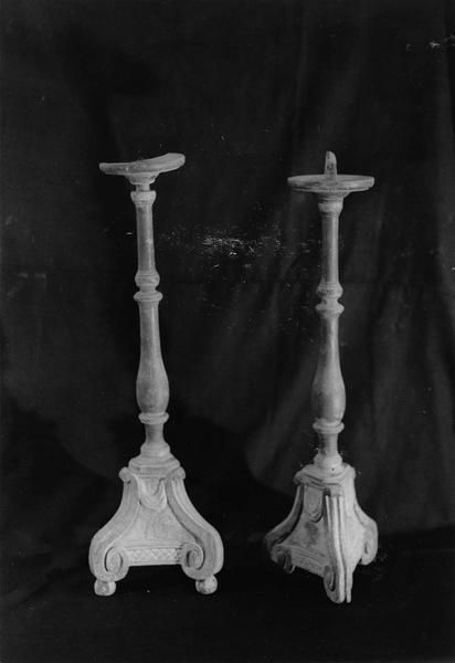 deux chandeliers (61cm)