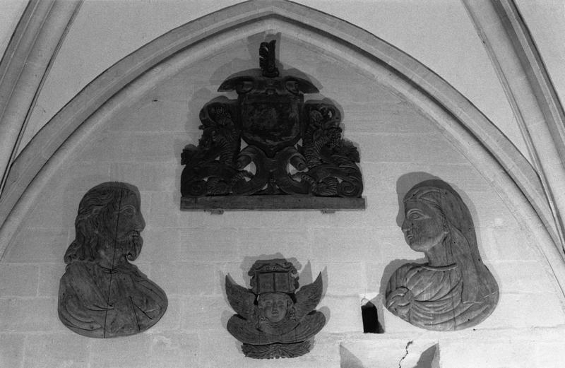 4 reliefs déposés