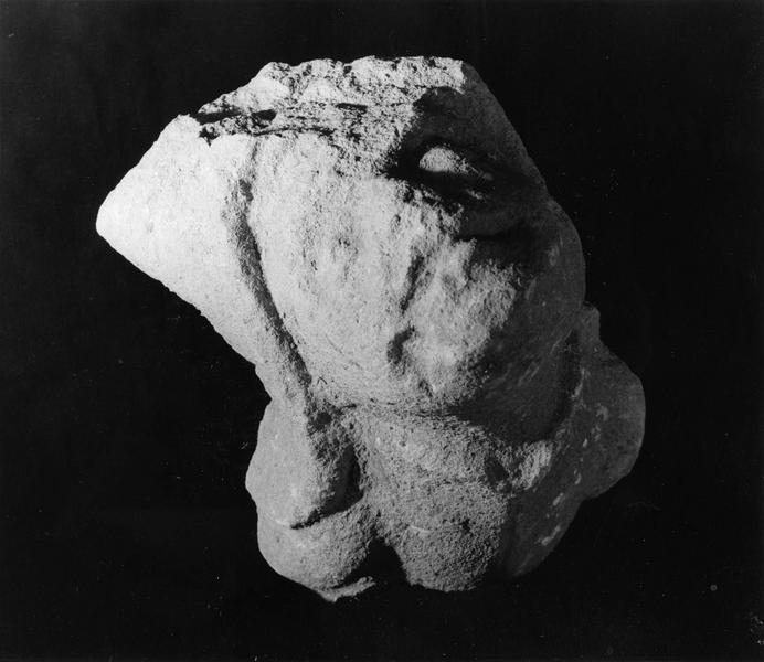 fragment de sculpture : tête d'homme