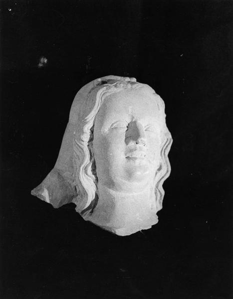 fragment de statue : tête de femme