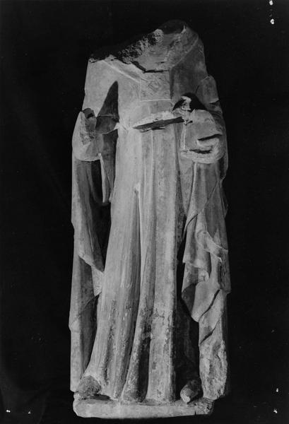 statue mutilée : saint Denis