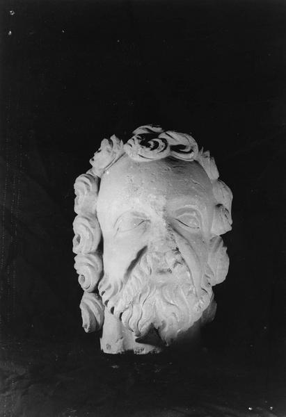 fragment de statue : tête d'homme