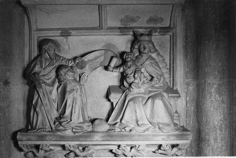 Demi-relief (monument funéraire) : saint Paul intercède auprès de la Vierge et de Jésus enfant pour un ecclésiastique