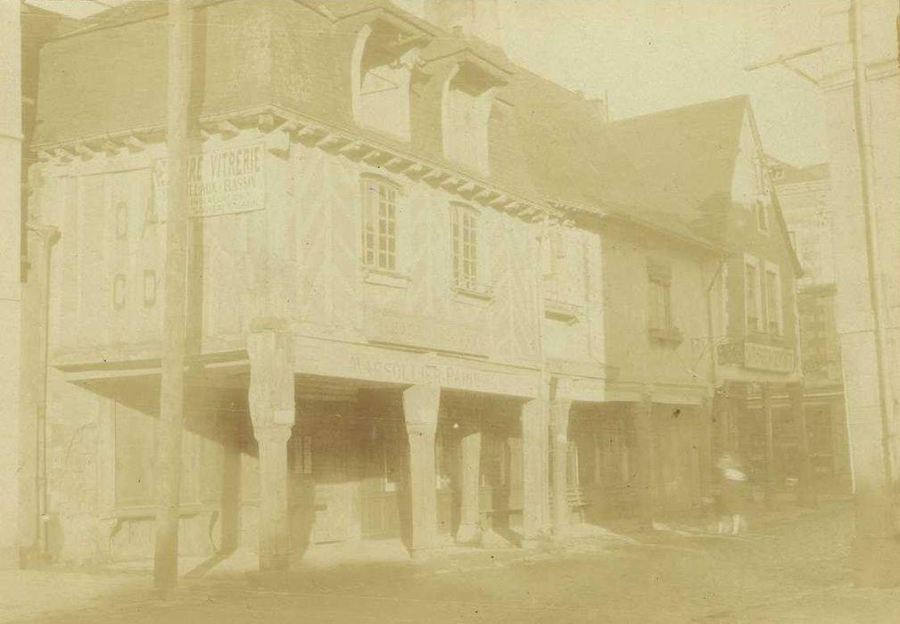 Façades sur rue, vue générale (la maison au premier plan a disparu)