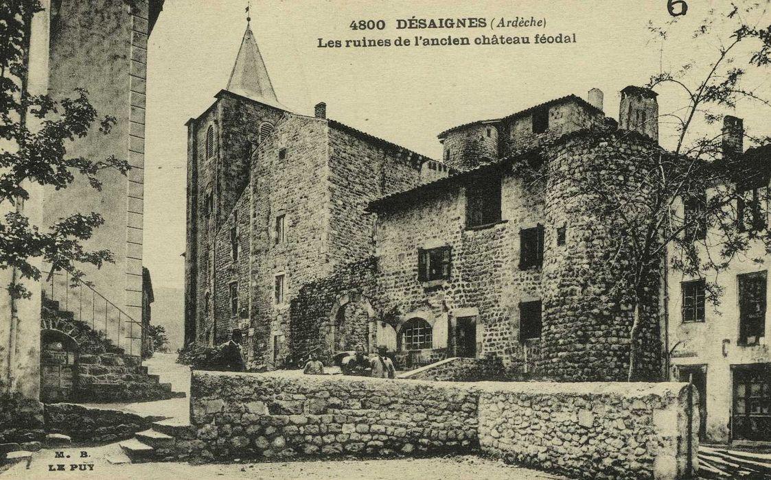 vue générale de la façade sur la place