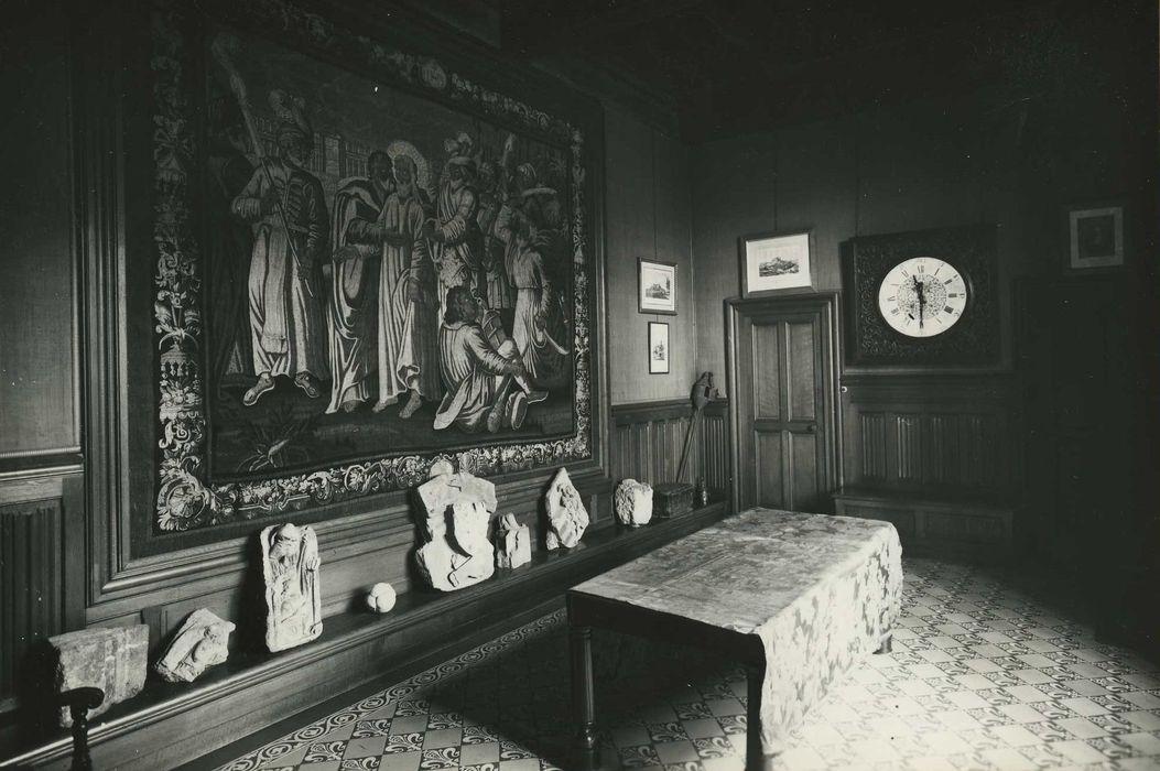 6 pièces murales : l'Annonciation ; sainte Claire repoussant les Sarrazins ; épisode de la vie de saint François ; le Baiser de Judas ; saint Bonaventure ; saint Antoine de Padoue