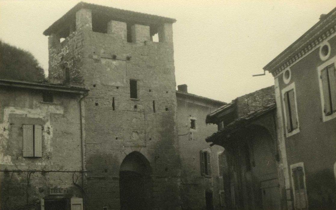 Porte fortifiée de l'ancien village: Elévation sud, vue générale