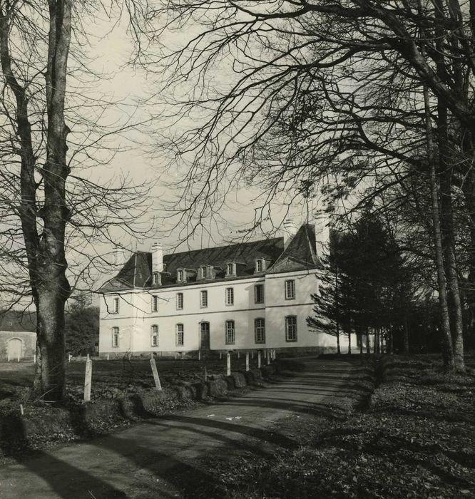 Château de Kerampuil: Façade ouest, vue générale