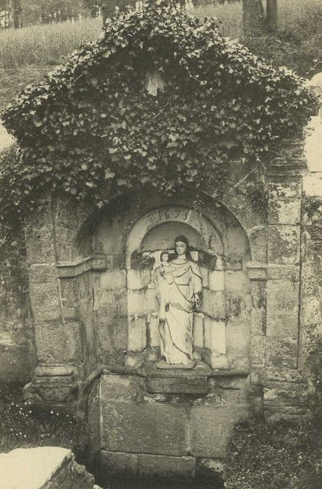 Fontaine de la Vierge, dite Fontaine Miraculeuse: Vue générale