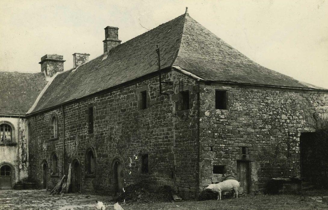 Ancien doyenné: Caile des communs sud, façades nord et ouest, vue générale