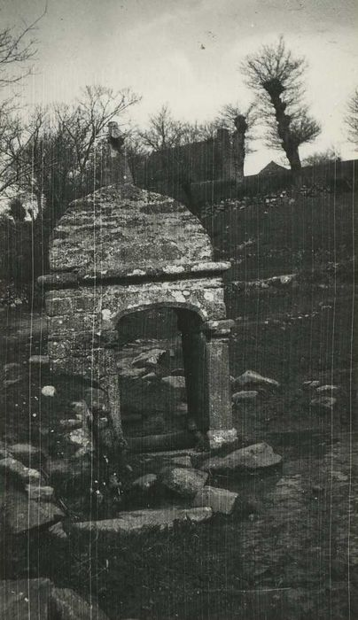 Fontaine de Bréhardec: Vue générale