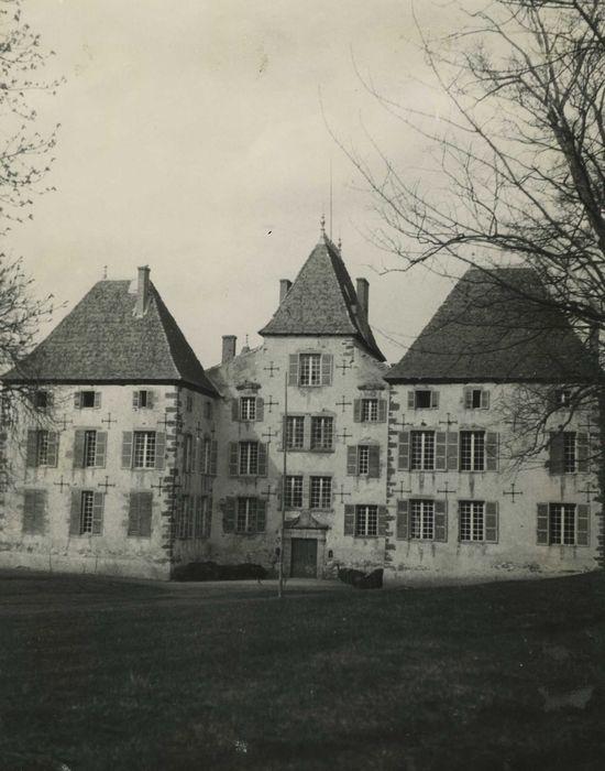 Château de Cluzel: Façade sud, vue générale