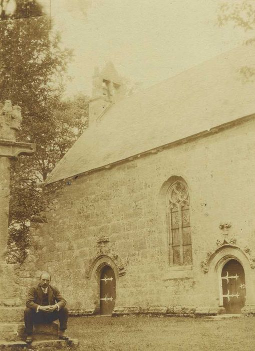 Chapelle de Kergrist et croix