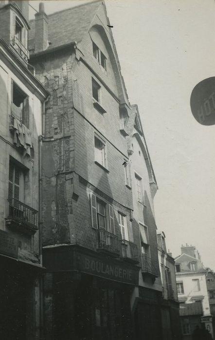 Maison: Façade sur rue, vue générale