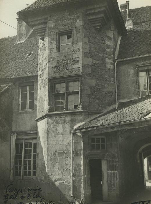 Hôtel de l'Ecu: Façade sur cour, vue partielle