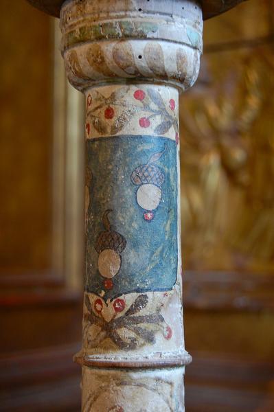 Deux chandeliers pascals