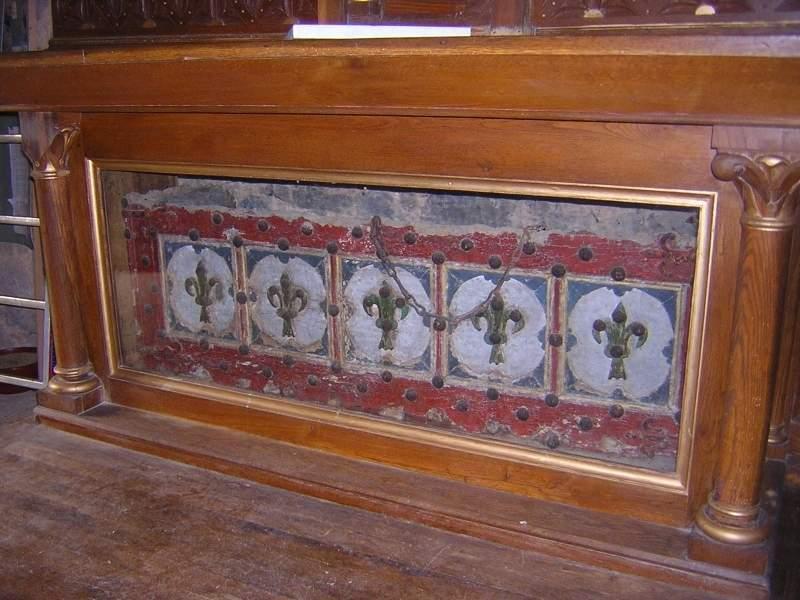 Coffre de bois peint, dit sarcophage de saint Mary