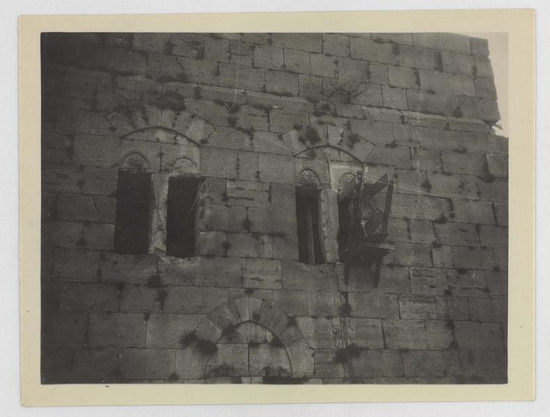 Détail des baies de la face intérieure de la tour maîtresse